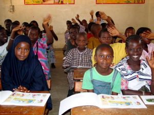 classroom-of-students-using-new-textbooks-in-africa